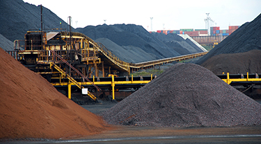 China lowers coal export tax to help domestic miners
